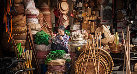 Marché alimentaire dans le vieux quartier d'Hanoï au Vietnam